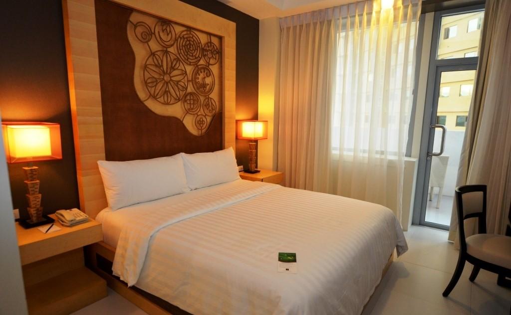 quest_hotel_cebu_premium_deluxe_room_1_20120328_1605693981.jpg